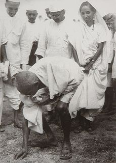 429px-Gandhi_at_Dandi_5_April_1930