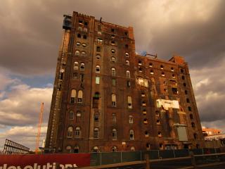 Domino_Sugar_Factory_exterior_-_North_Brooklyn_Farms_-_OHNY
